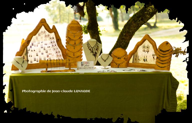 Photographie du stand de Pierres et Plumes lors de la fête médiéval de la Tour Blanche